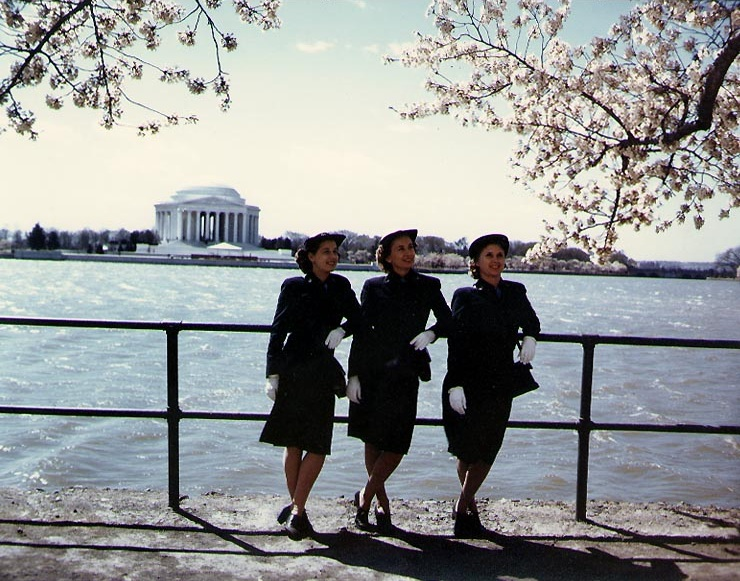 WAVES personnel at the Jefferson Memorial, Washington, D.C., 1943-1945 (US National Archives)