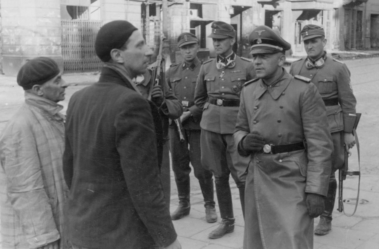 German officer questioning Jews in Warsaw, Poland, 14-15 May 1943 (US National Archives)