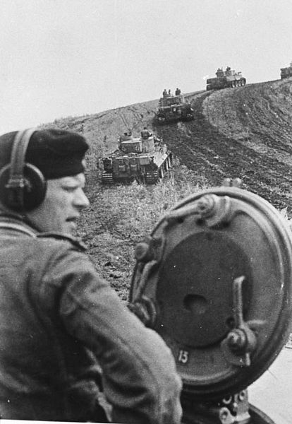 German tanks taking hill near Belgorod, Russia, 13 Aug 1943 (German Federal Archive: Bild 146-1975-080-22)