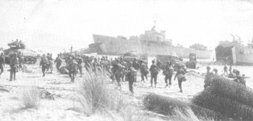 US Fifth Army landing via LST at Paestum in Salerno Bay, Italy, 9 September 1943. (US National Archives)