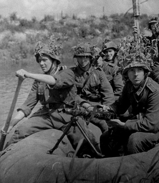 Members of Spanish Blue Division fighting for Germany near Leningrad, 1943 (public domain via Wikipedia)