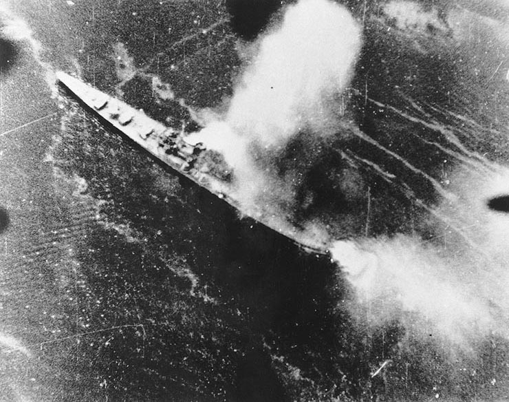 Japanese destroyer Chikuma being bombed by an aircraft from USS Saratoga, 5 Nov 1943 (US National Archives)