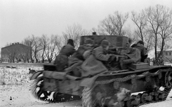 Soviet tank assault force on a T-26 light tank in the Korsun area, 1944 (Russian International News Agency image #606710/I. Ozerskij/CC-BY-SA 3.0)