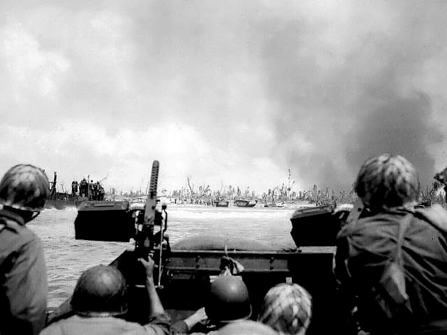 US Army troops land at Kwajalein, Marshall Islands, 31 Jan 1944 (US National Archives)