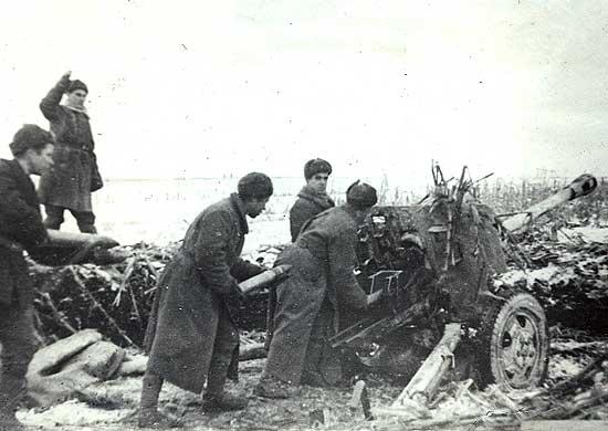 Soviet artillerymen firing at German fortifications, Nikopol, Jan 1944 (Photo: mil.ru Ministry of Defense of the Russian Federation)
