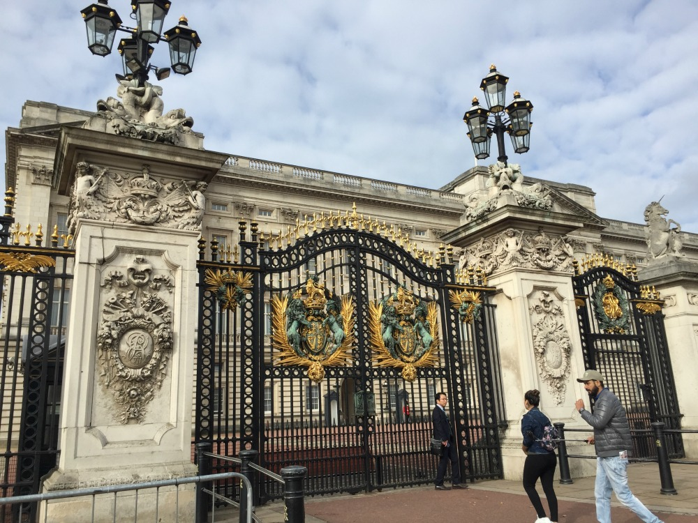 Gate at Buckingham Palace, September 2017 (Photo: Sarah Sundin)