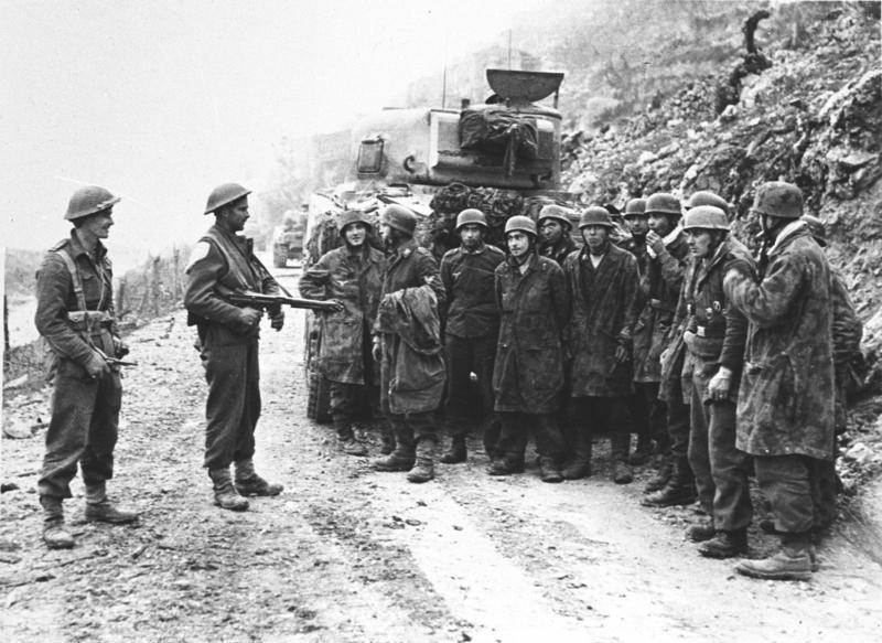 New Zealand troops guard German POWs at Cassino, Italy, March 1944 (German Federal Archive: Bild 146-1975-014-31)