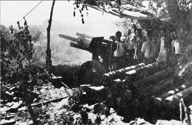 Chinese crew of a 105-mm howitzer at Myitkyina, Burma, May 1944 (US Army Center of Military History)