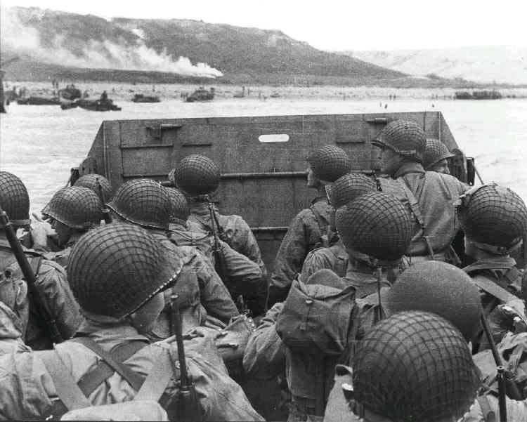 US troops approach Omaha Beach in an LCVP landing craft, Normandy, 6 Jun 1944 (US National Archives)