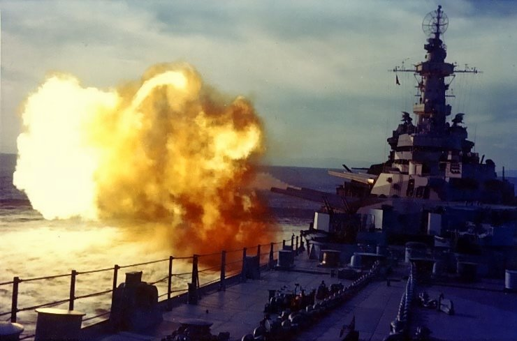 USS Missouri firing a salvo in her shakedown period, August 1944 (US National Archives)