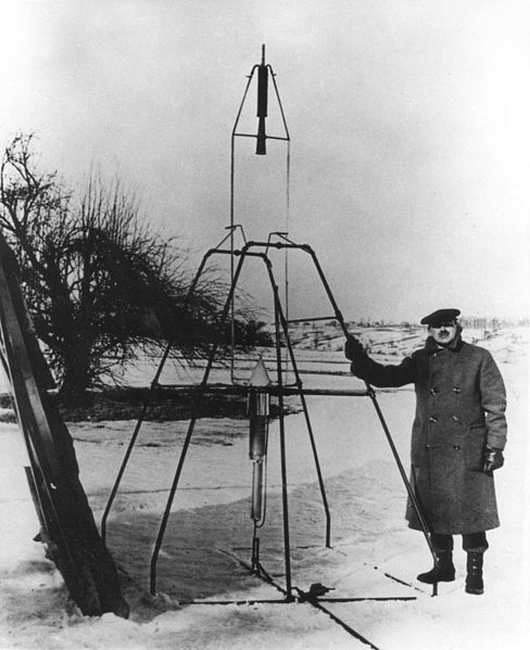 Dr. Robert H. Goddard and a liquid oxygen-gasoline rocket at Auburn, MA, 8 March 1926 (NASA photo)