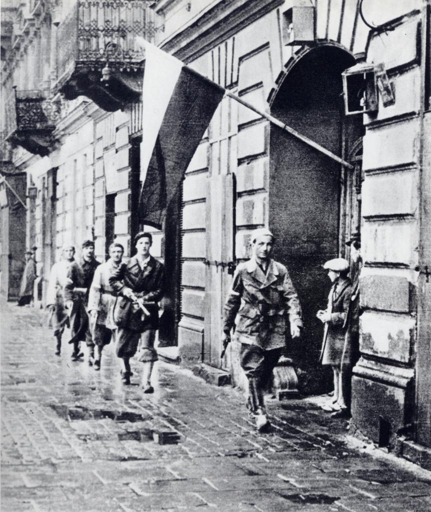 Polish insurgent fighter Lt. Stanislaw Jankowski and his men right before the start of the Warsaw Uprising, Warsaw, Poland, 1 Aug 1944 (public domain via WW2 Database)