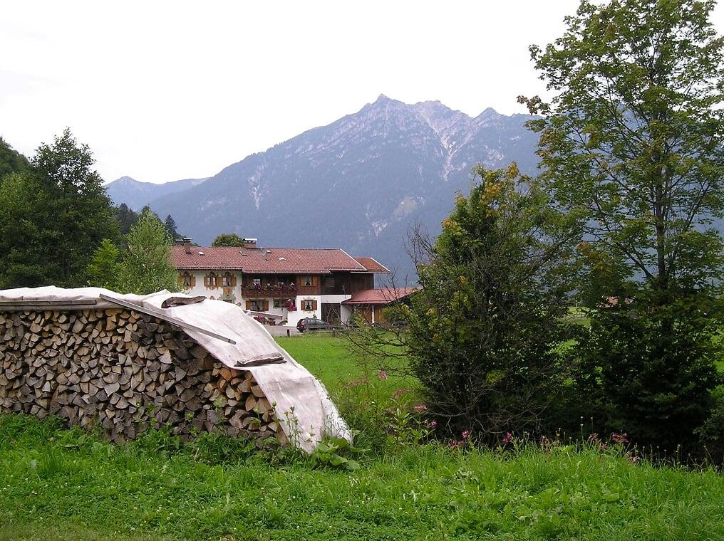 Home in Garmisch-Partenkirchen (Photo courtesy of Stephen Sundin, July 2007)