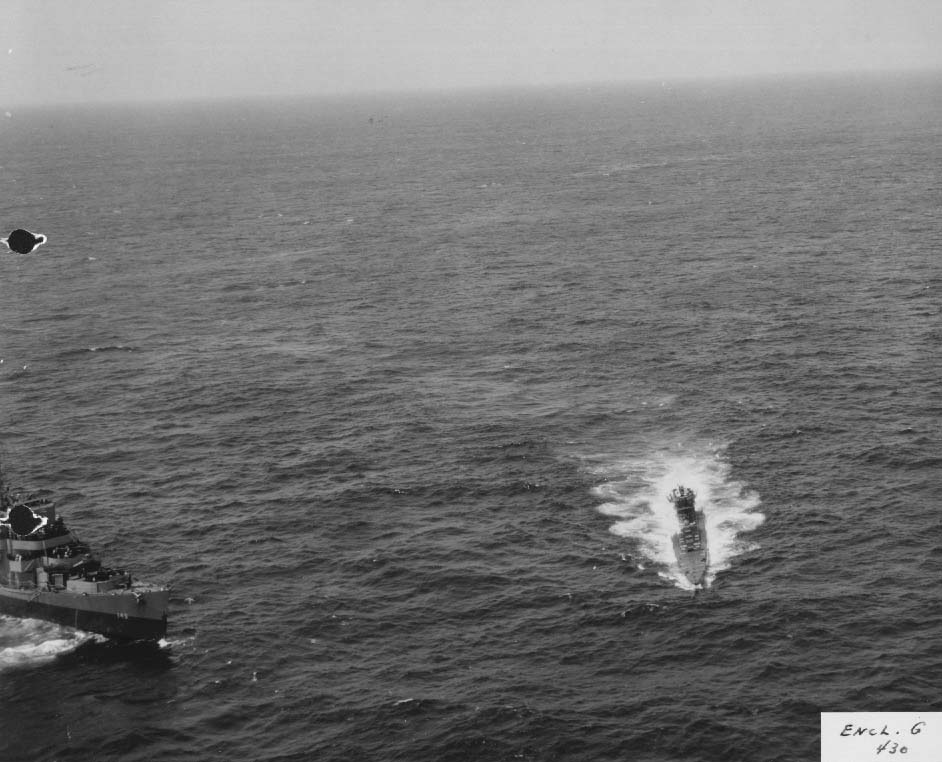 Destroyer escort USS Chatelain closing on damaged German sub U-505, 4 June 1944 (US National Archives)